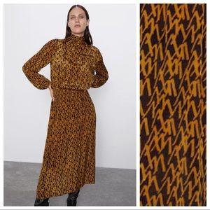 NWT. Zara Printed Midi Dress. Size L.